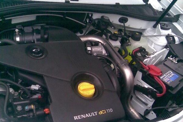Как заменить воздушный фильтр на Рено Дастер 1,6-2,0 л и дизель