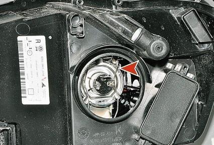 Замена ламп ближнего света VW Polo (Фольскваген Поло) с 2009 г