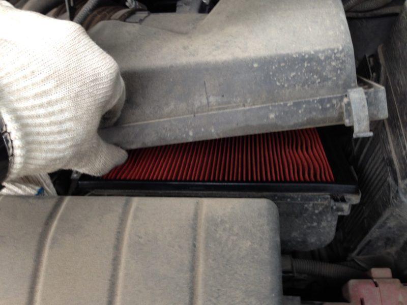 Как заменить воздушный фильтр Nissan Murano Z51