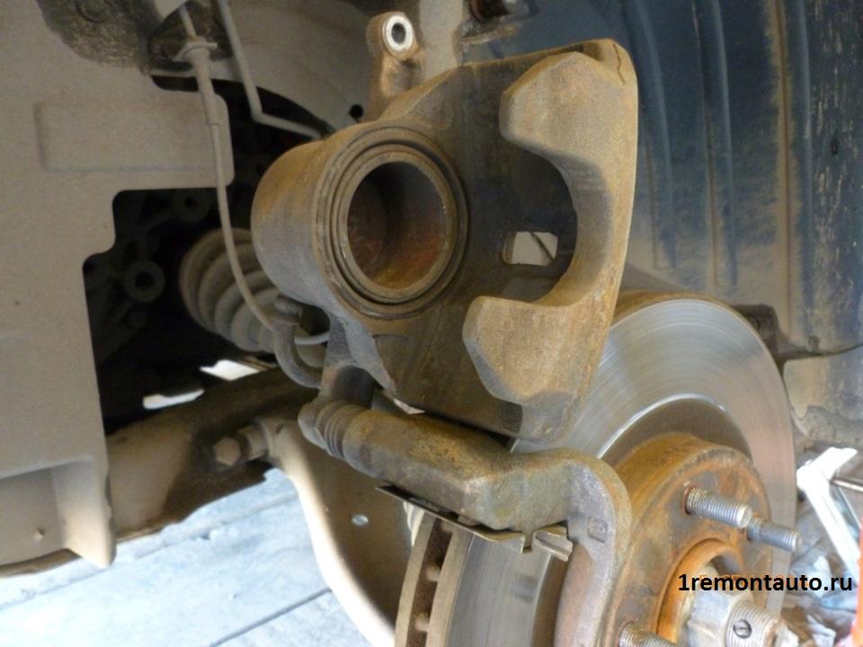 Как заменить тормозные колодки на Кашкае
