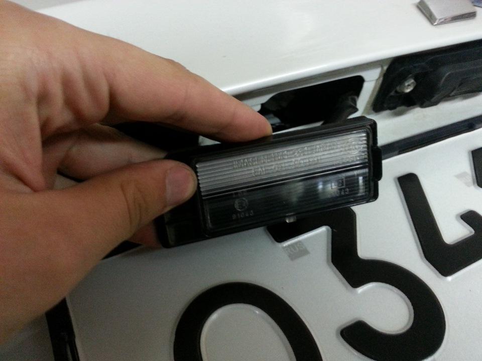 Замена ламп подсветки номера Mitsubishi ASX