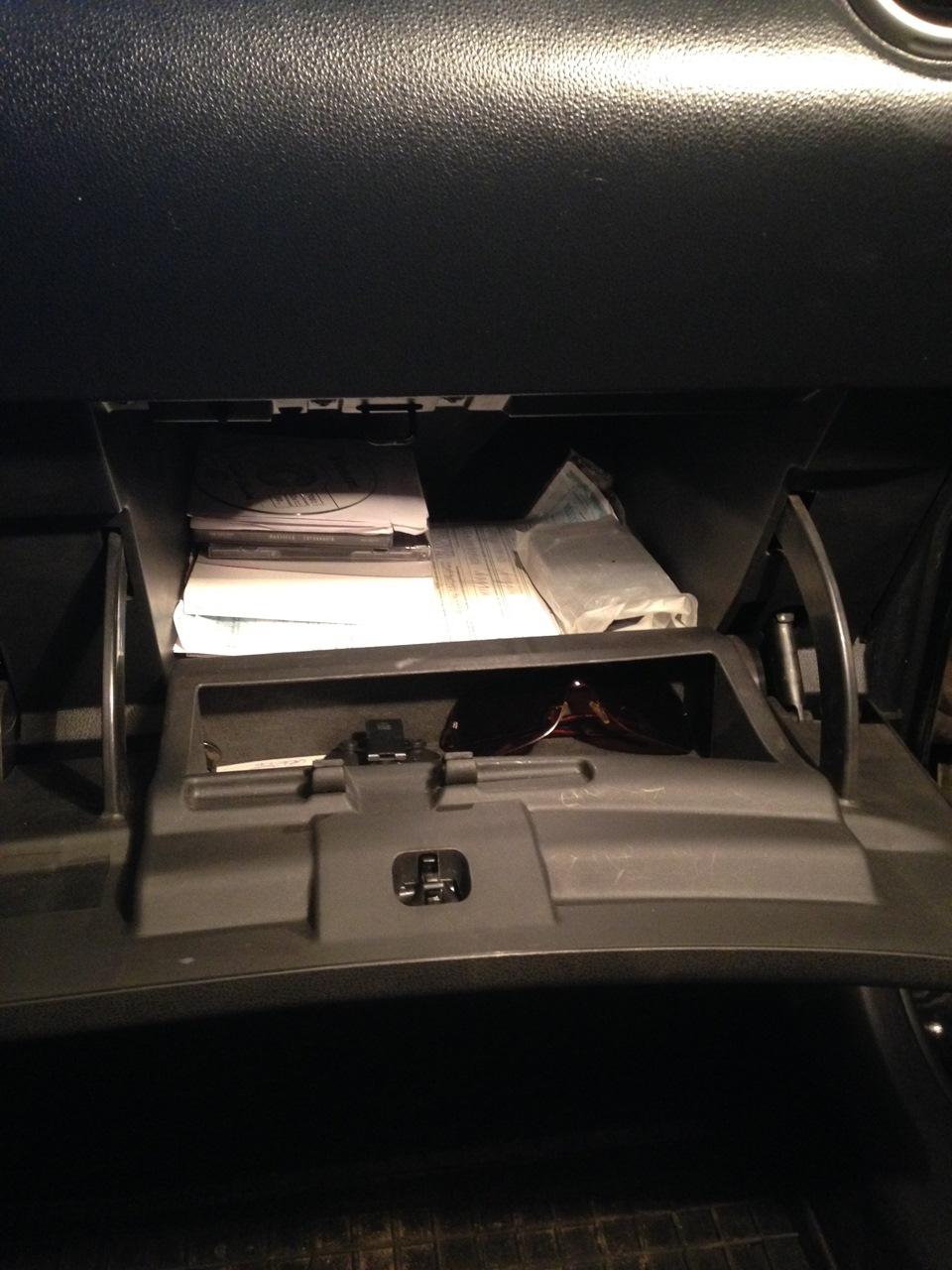 Замена лампы подсветки бардачка Nissan Qashqai