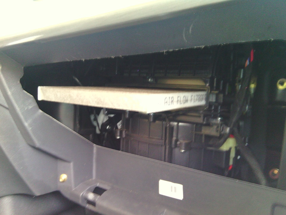 Как заменить салонный фильтр Geely Emgrand X7