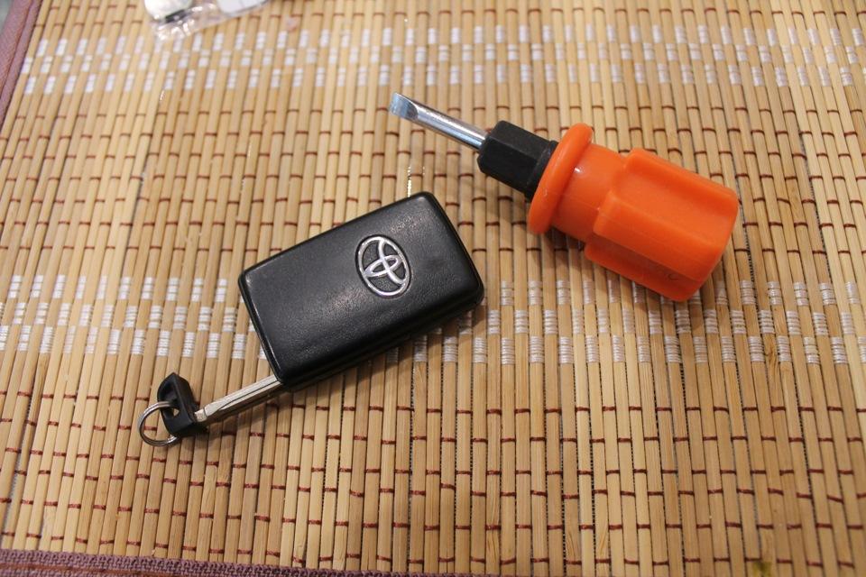 батарейки в чип ключе Тойота Королла