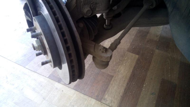 замена рулевых наконечников Лансер 9