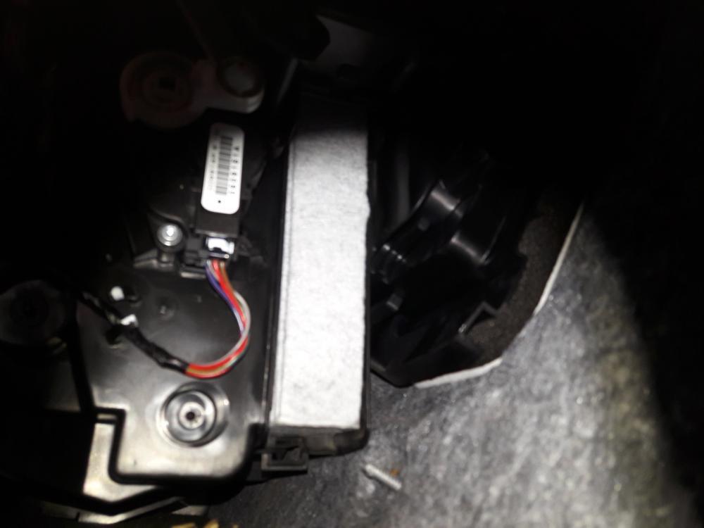 как заменить фильтр салона Nissan Qasqai J11