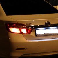 Замена лампы подсветки номера Toyota Camry V50