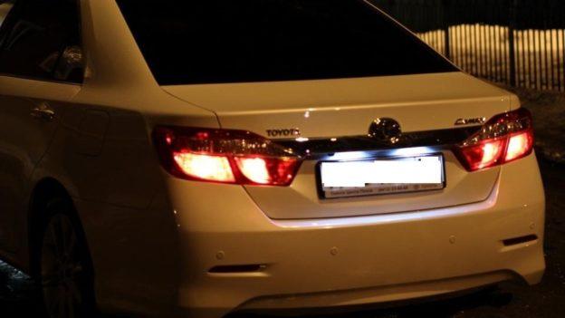 лампы подсветки номерного знака Camry V50-55 замена