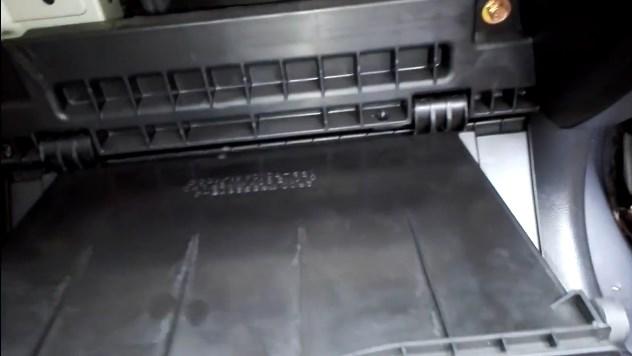 Lancer 9 - замена салонного фильтра