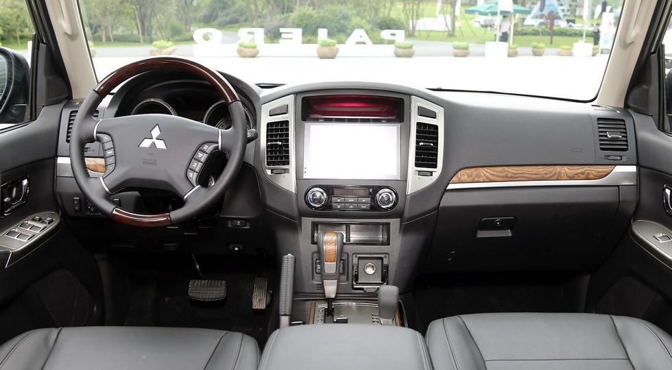 салон Mitsubishi Pajero IV 2019
