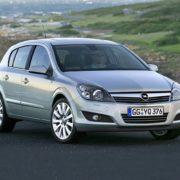Замена лампы ближнего света Opel Astra H