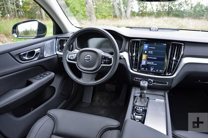 салон нового Volvo V60 2019